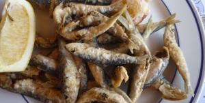 Kleine frittierte Sardinen