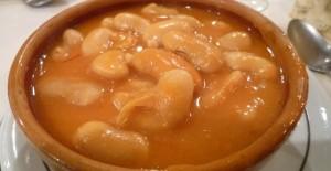 Ländliche Bohnensuppe