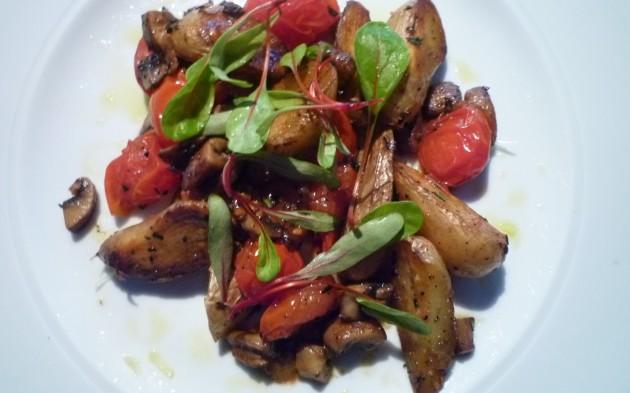 Ragout von La Ratte Kartoffeln mit Tomaten und Pilzen