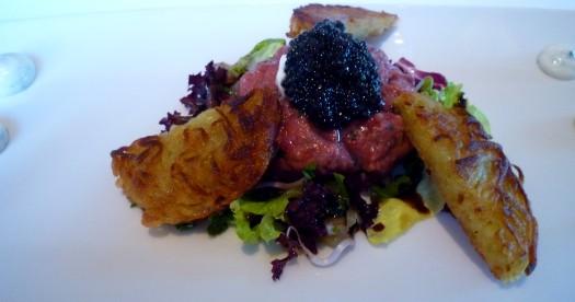 Beef Tatar mit Holstenstör - Kaviar