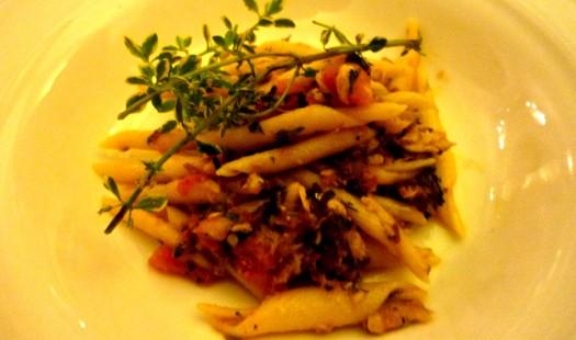 Strozzapreti mit Sardinen und Tomaten