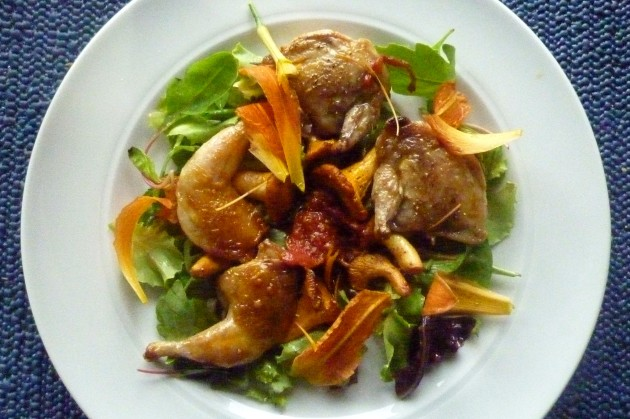 Salat mit Pfifferlingen und Wachtel