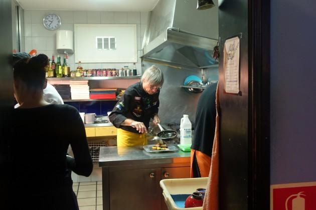 03 Blick in die winzige Küche