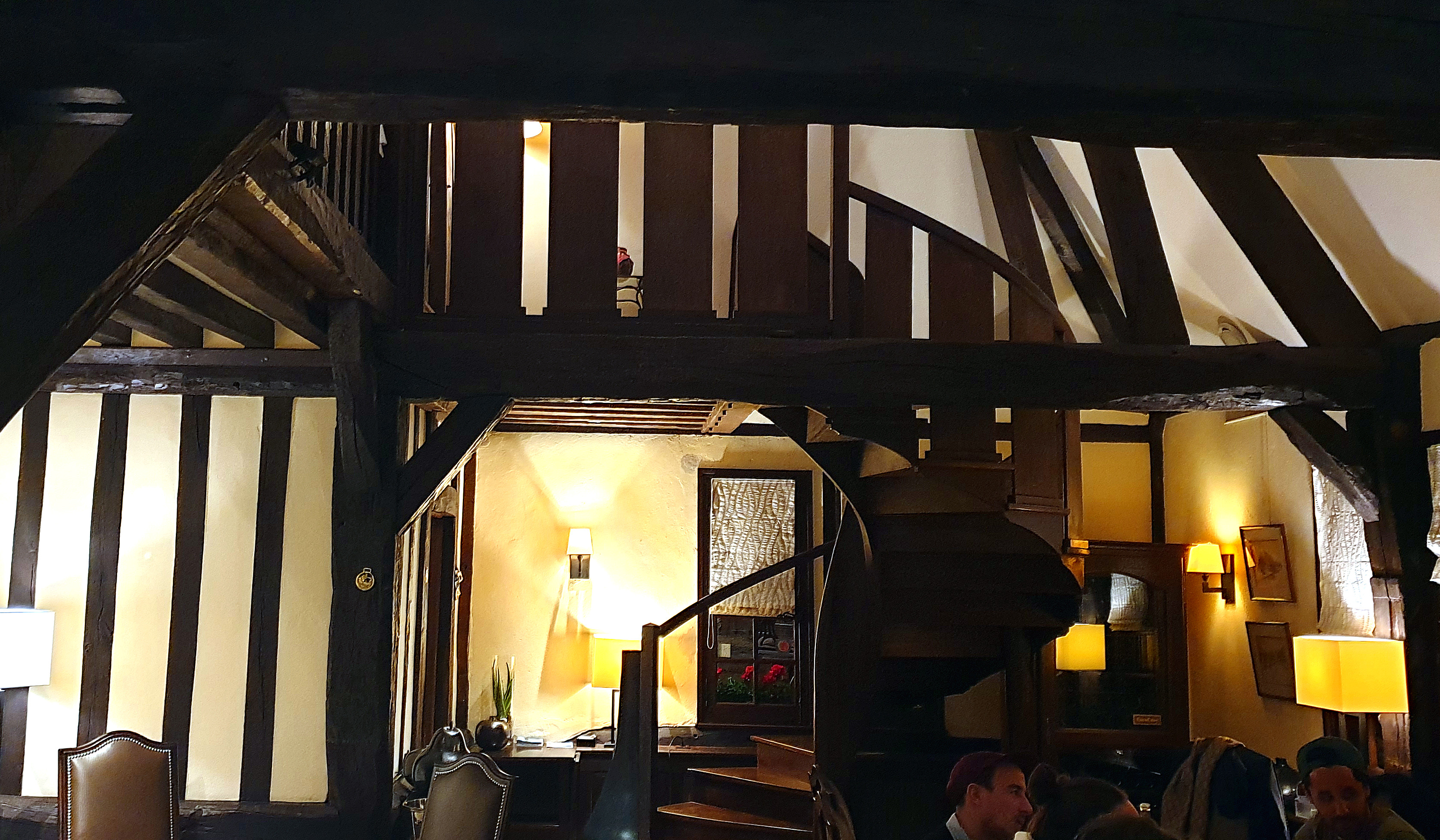 11 Restaurant Le pave d'Auge innen.jpg